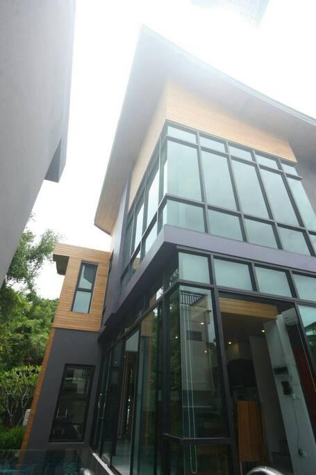 Private Pool Villa Tropical Modern Style