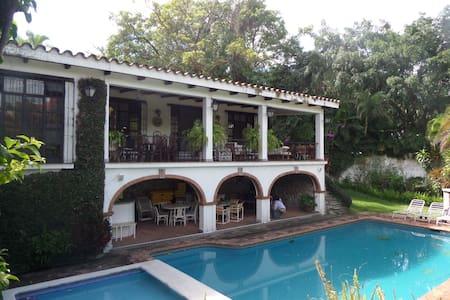 Classical home in Cuernavaca - Cuernavaca - Rumah