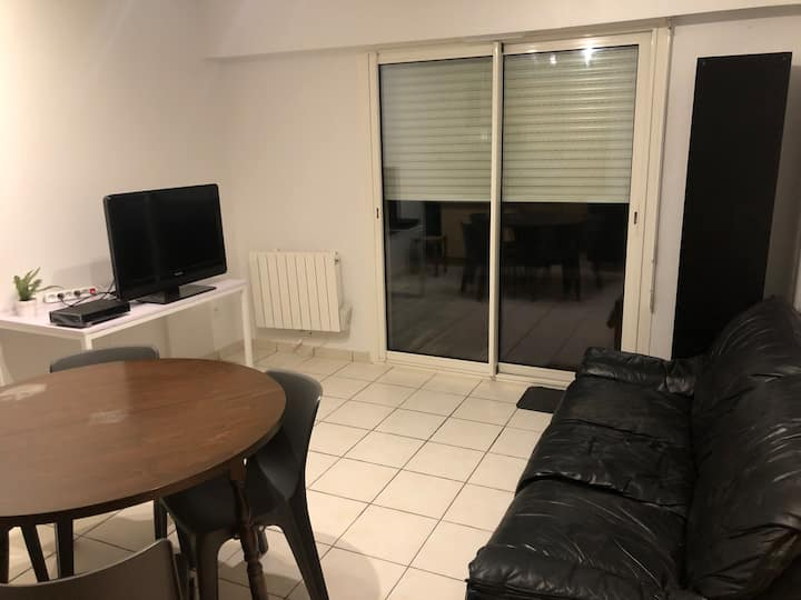 Appartement T2 + terrasse, a 200 metres de la mer