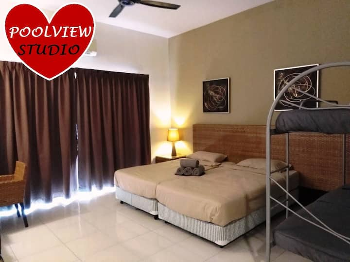 4-bed Poolview Studio @ Gold Coast Morib waterpark