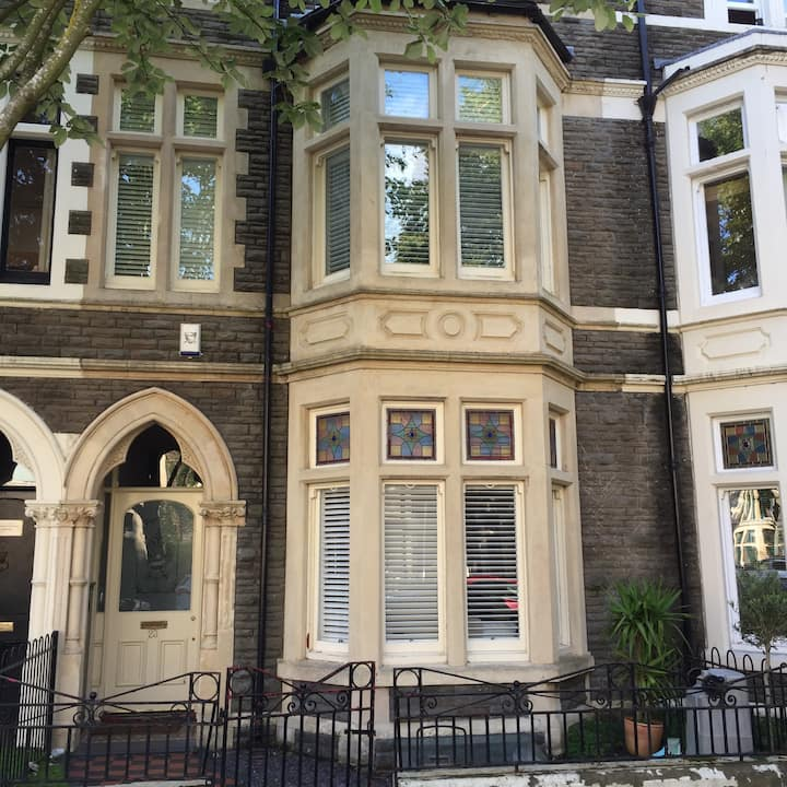 BNB in Luxury Cardiff Townhouse 2nd
