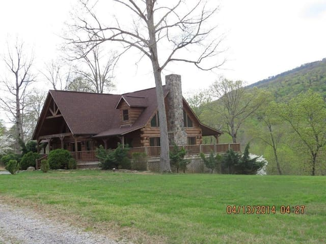 Half Moon Cabin (stay 7 nights and save 20%)