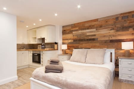 """High Tide"" luxury studio apartment - Salcombe"