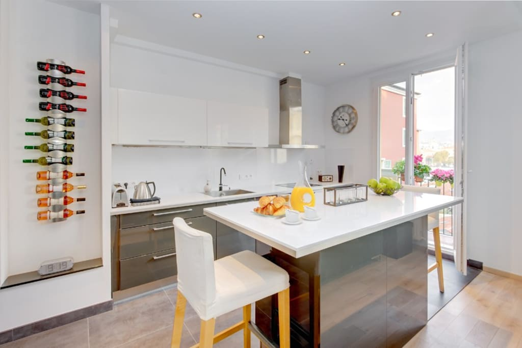 Spacious open-plan kitchen - perfectly equipped