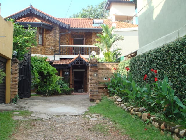 The Delma Bungalow Family Room - Colombo - Bed & Breakfast