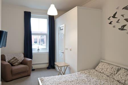 Spacious Ensuite Room Regent Sq. - Doncaster - Rivitalo