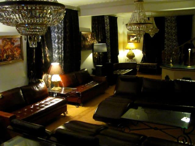 TheLuxury Villa☆☆☆☆☆ 13 Rooms. 25-50 Guests.Nazare - Arnal - Villa
