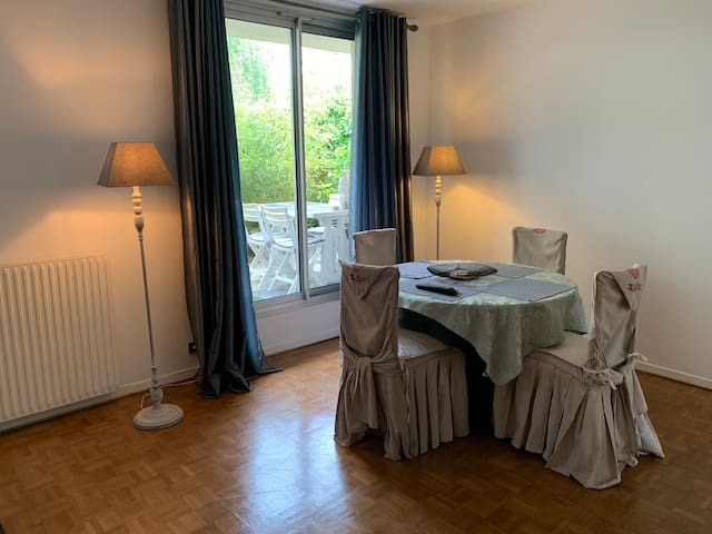 Charming flat of 70m2 and 20m2 terrace near Paris.