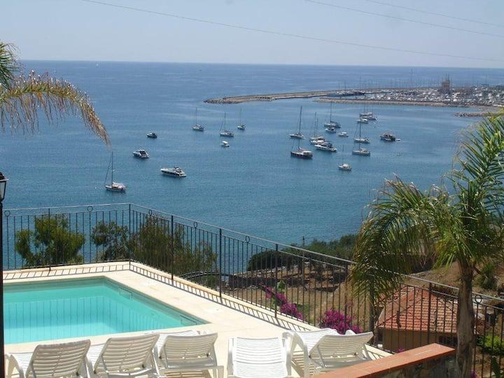 Villa Del Mare Ligure,150 metri dal mare, WIFI 130