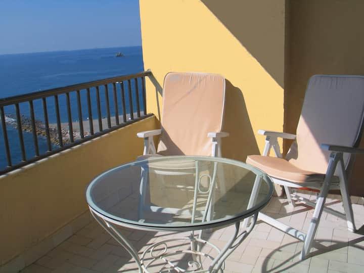 Seafront apartment Almuñecar-Views!