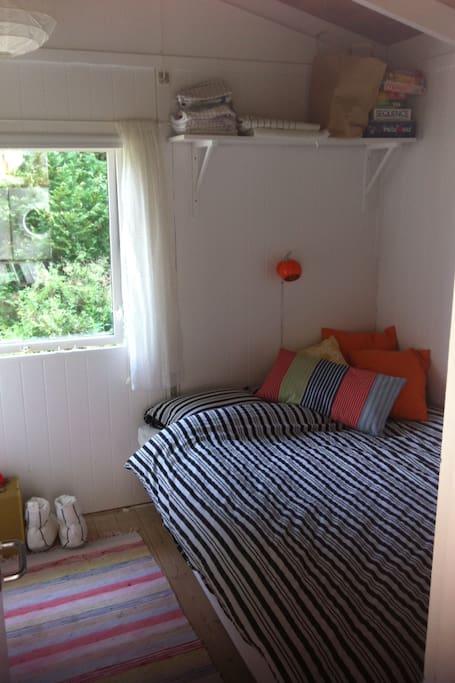 140cm Queen size bed