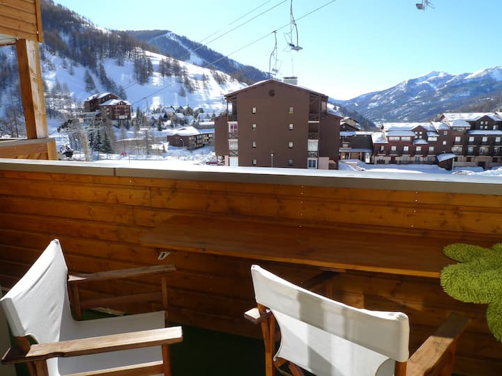 LUXURIOUS APPART 68 M2. SKI FIELD DOWNSTAIRS. POOL