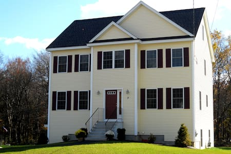Solaris Place II - Boston suburb (large crews OK) - Billerica - House