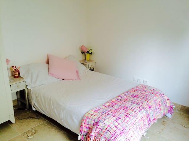 chambre au calme - Marseille - Bed & Breakfast