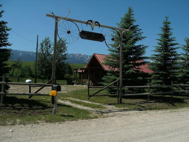 Enchanting Cabin, quiet, peaceful, stunning views