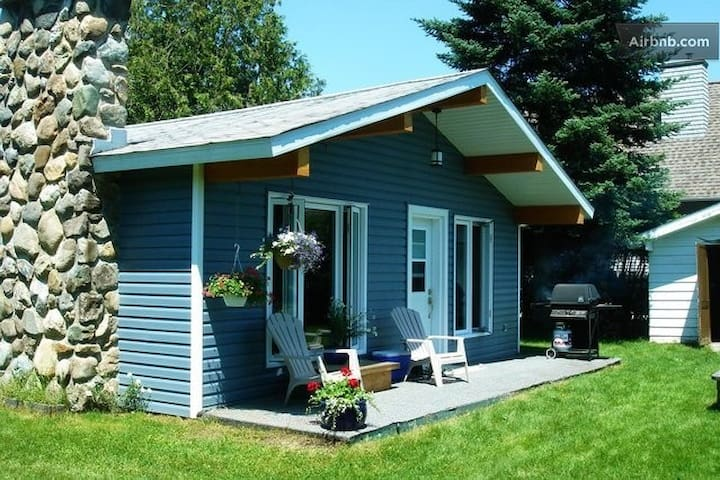 Warm comfy cottage with Lake Access - Magog