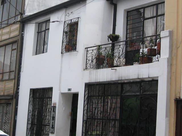 Casa habitaciones femenina en alquiler - Bogotá - Bed & Breakfast