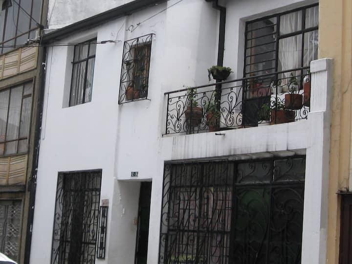 Casa habitaciones femenina en alquiler