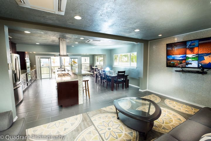 ~Naupaka Breeze~Ocean View w/AC, Newly Renovated!!