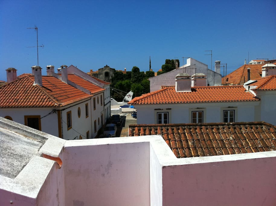 La vue sur le castelo et les toits du village/ View over the Castelo and the village roofs