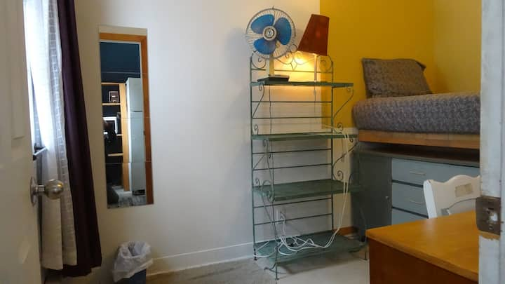 Alexandrie Hostel | Single Bedroom for One Person