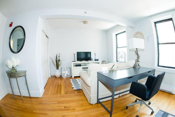 Boston Commoms supreme location/one bedroom