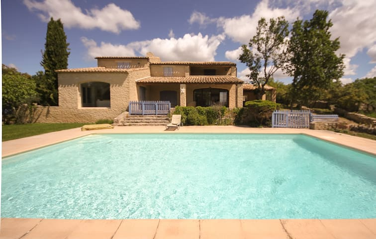 Beautiful villa in Gordes, Provence