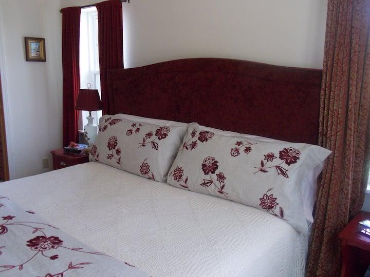 Ye Olde Manor House Rubye Room