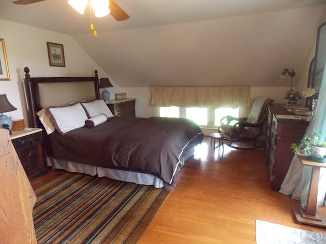 Ye Olde Manor House Lake View Room - Elkhorn - Bed & Breakfast