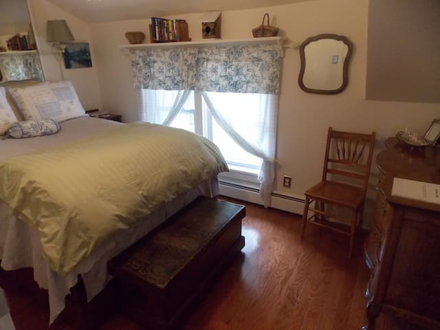 Ye Olde Manor House Oak Room - Elkhorn - Bed & Breakfast