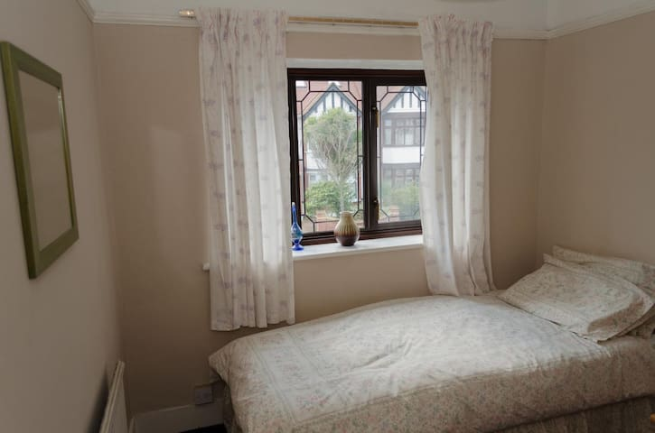 A single room in South Woodford