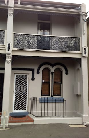 Historic terrace in Newcastle East - Newcastle East - Casa