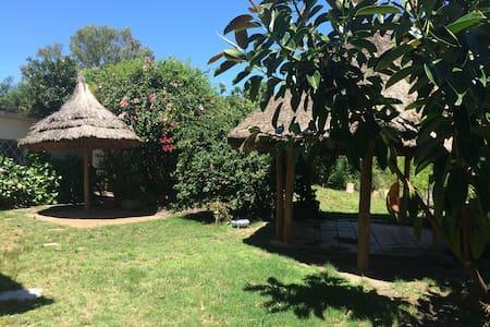 House in atlantida, giant garden, near the beach! - Atlántida