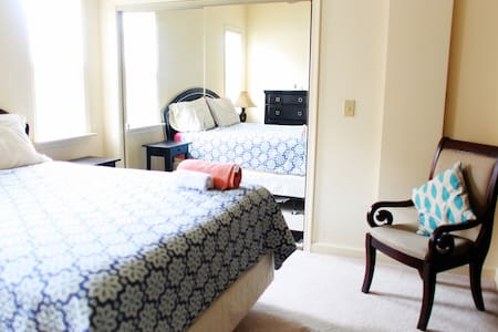 Private Master Bedroom/Bath / clean+spacious house