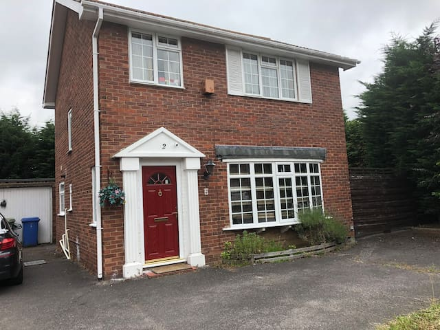 Large single room, near Farnborough Business Park