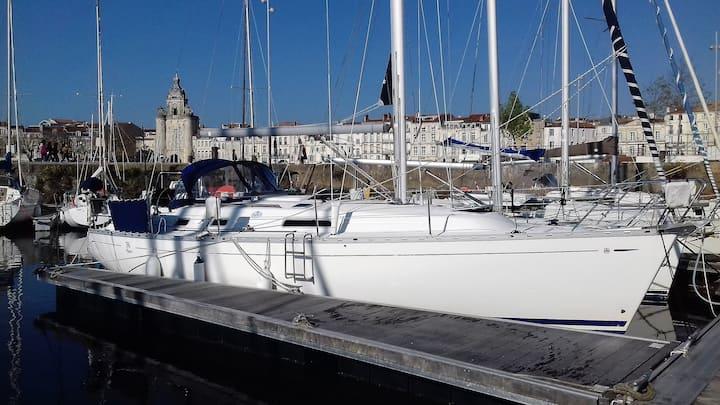 Bateau hyper centre La Rochelle (UBUNTU)