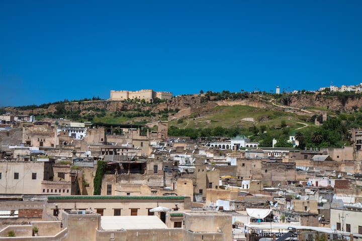 FAB ARTIST'S HOUSE - BEST VIEW IN FEZ - inc b/fast - เฟซ - บ้าน