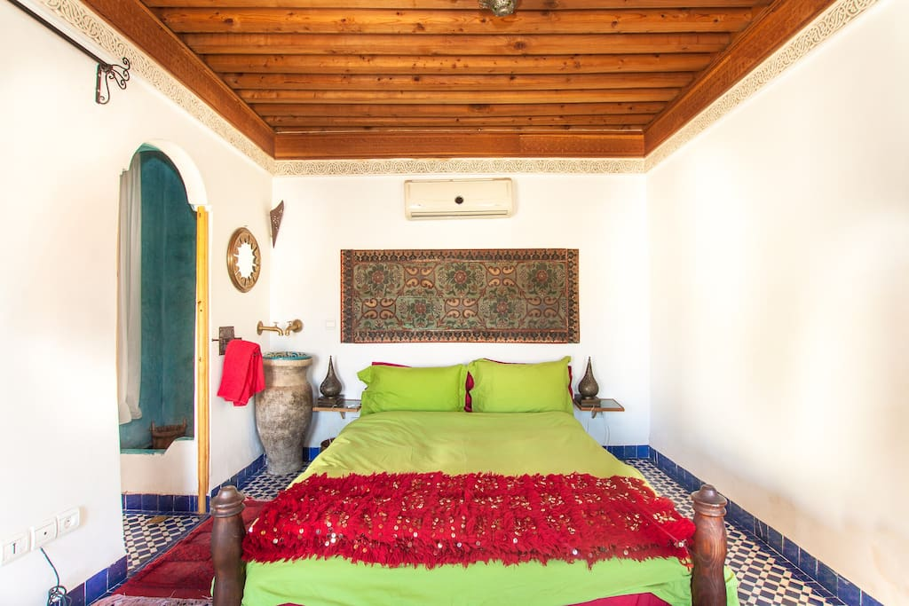 CHAMBRE CELESTE ON ROOFTOP WITH SPECTACULAR MEDINA VIEW