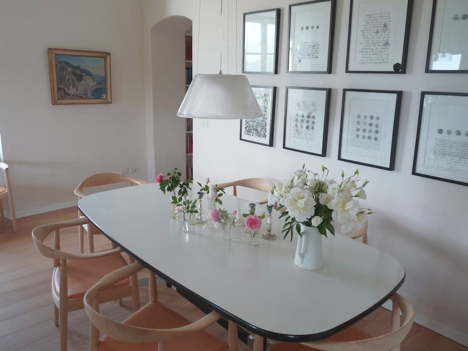 Dinning table (Eames), 8 'the Chair' (Wegner), Starck lamp - also with fireplace