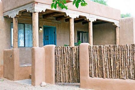 Adobe home in Art District - Santa Fe