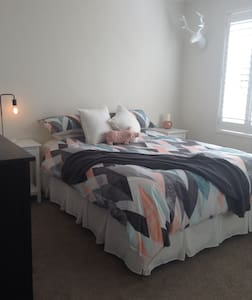 Cute Caringbah one bed unit - Caringbah