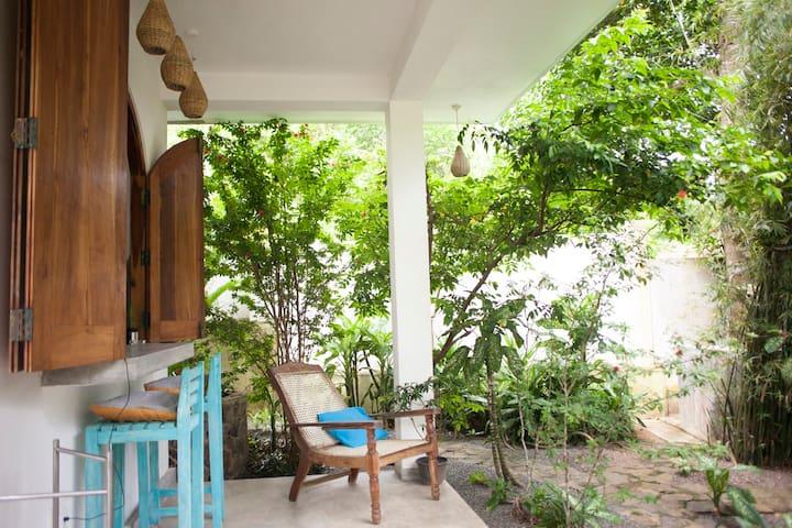 Banana Leaf apartments-Bamboo room
