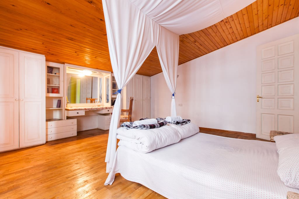 Dvizh hostel guest for Canape tbilisi