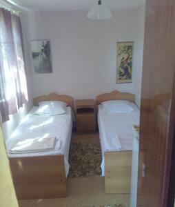 Сдаются 2 отдельные комнаты. - Huis