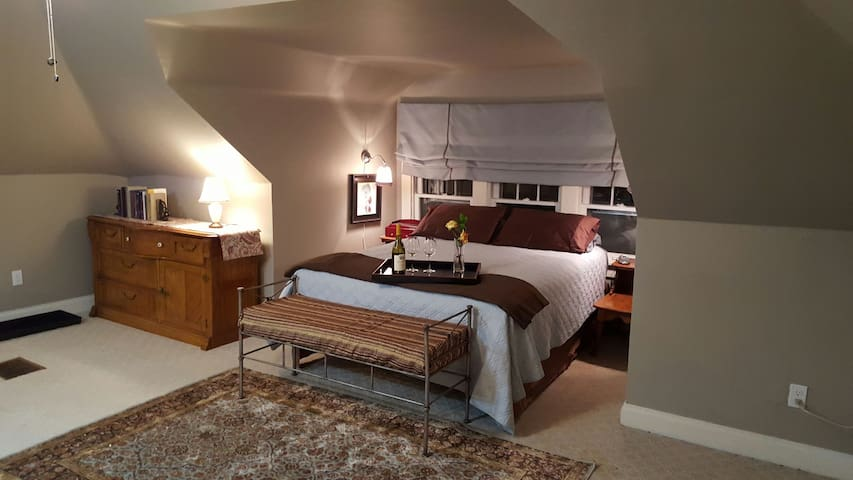 Our Spacious Westport Suite awaits you! - Kansas City - Hus