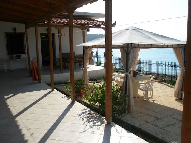 Seavie and seaside room to let - Attica - Daire
