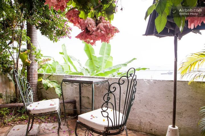 Suite with private garden - bay view - pelourinho