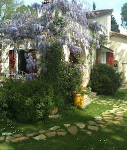 room in provence near les alpilles - Tarascon