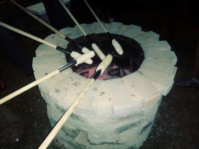 Lareira externa com pão de Pan