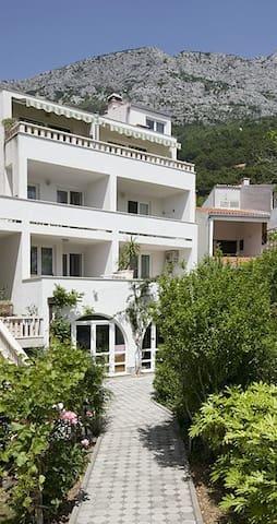 Villa Mili - beach apartment 4 - Brela - Leilighet